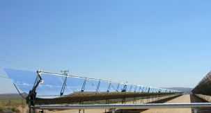 800px-parabolic_trough_solar_thermal_electric_power_plant_1.jpg
